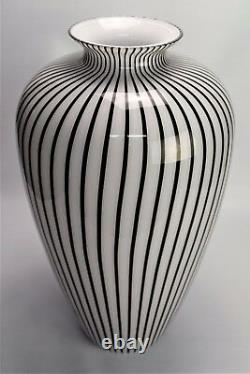 Murano glass vase Designed by Lino Tagliapietra for Effetre International